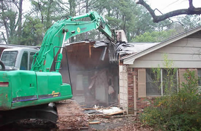 Atlanta, GA demolition service demolishing a home